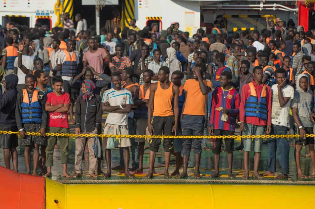 Italy: Landing migrants from ship Vox Chablis