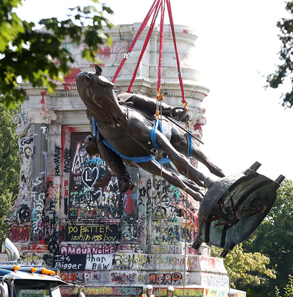Robert E. Lee's horse is lifted onto a flatbed for transport after using a power saw to separate Lee from his horse so that it can be hauled under highway overpasses. The Confederate statue, installed in 1890, is the largest remaining in the US. (Credit Image: © Bob Karp/ZUMA Press Wire)